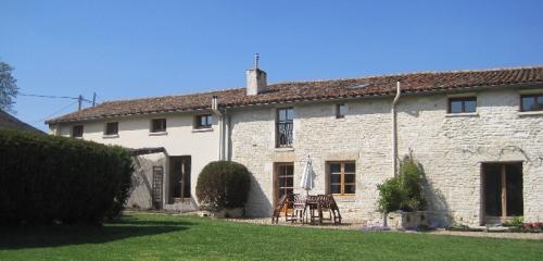 La Vieille Maison holiday cottage at Les Hiboux