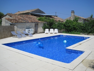 Swimming pool at les Hiboux holiday gite